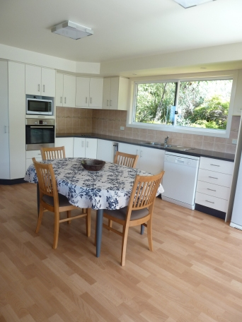 Fully self-contained kitchen with dishwasher, microwave, oven and more