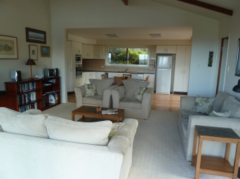 Spacious living room with TV, DVD player and stereo